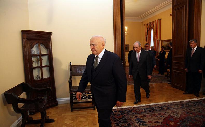 El presidente griego insta a un consenso nacional sobre la economía