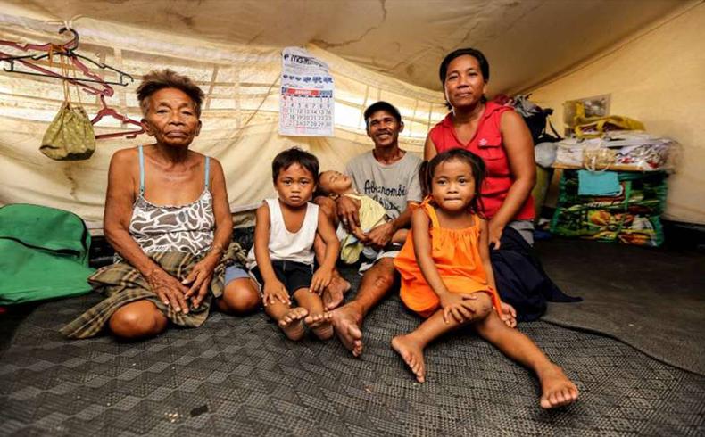 Un año después del tifón Haiyán, miles de personas siguen reconstruyendo sus vidas