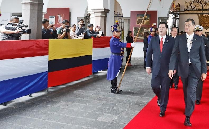 Presidente Horacio Cartes y el Presidente Rafael Correa en el Palacio Carondelet, Quito, Ecuador.