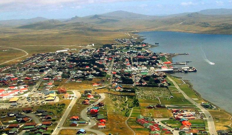 """""""Dejen a los habitantes de las Islas Falkland y a sus hijos y nietos vivir en paz""""."""
