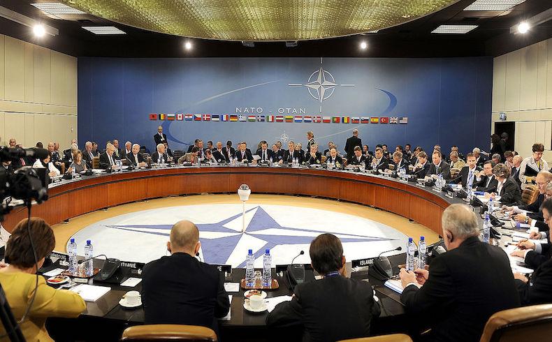 Como la OTAN protege a Europa