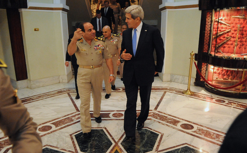 Al-Sisi con el secretario de Estado John Kerry en El Cairo en el 03 de noviembre 2013
