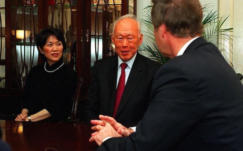 Miles rinden homenaje en Astana al fallecido ex primer ministro de Singapur Lee Kuan Yew