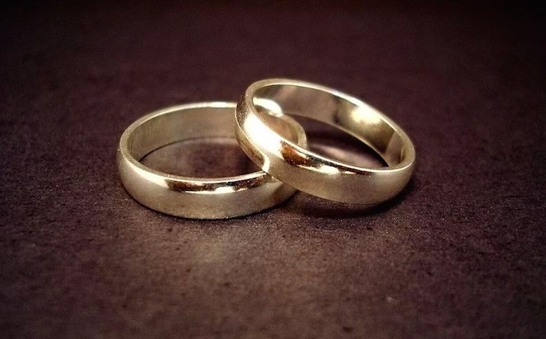 El matrimonio entre un hombre y una mujer es de derecho natural y también divino