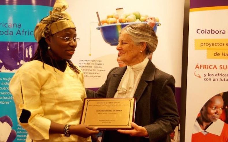 La empresaria costamarfileña Vanessa Koutouan recibe el Premio Harambee a la Promoción e Igualdad de la Mujer Africana 2015