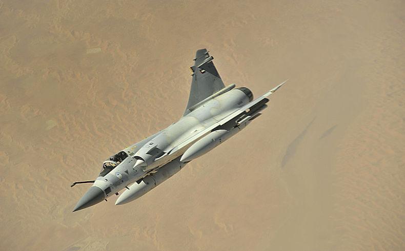 La fuerza aérea de los EAU golpeó los oleoductos de EI