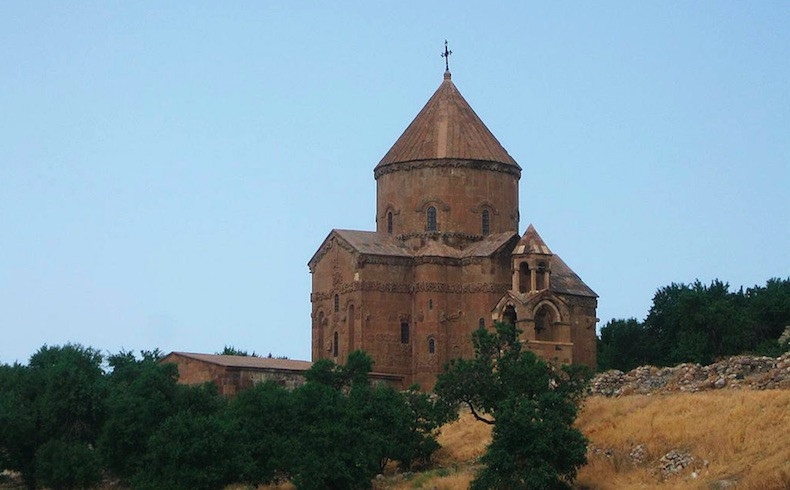 Un arzobispo armenio dice: Nunca hemos sido huéspedes en Turquía