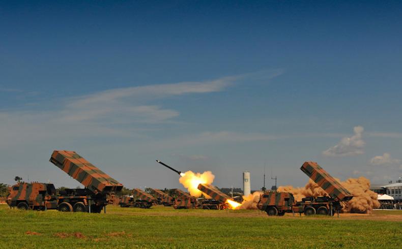 Brasil moderniza su fuerza de Artillería con vehículos nuevos