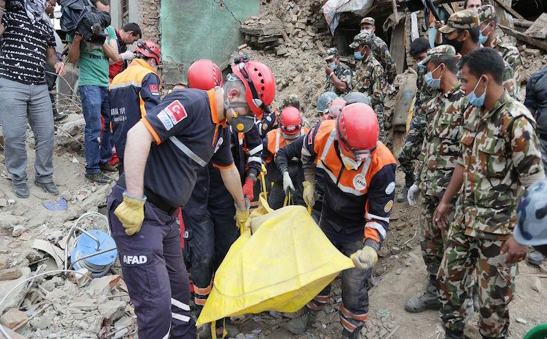El saldo de muertos en el terremoto de Nepal asciende a 5.844