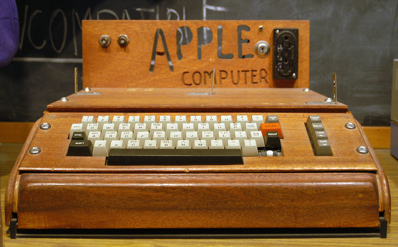Un centro de reciclaje tiene cien mil dólares estadounidenses para la misteriosa donante de una Apple 1