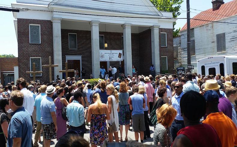 Un hombre armado de raza blanca fue arrestado por el asesinato de nueve personas en una iglesia estadounidense de la comunidad negra