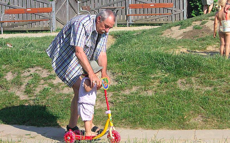 Los abuelos son imprescindibles en la educación integral de los nietos