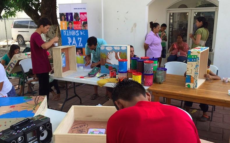 """Niños, niñas y adolescentes solicitantes de asilo en México crean sus """"Cajas de vida"""""""
