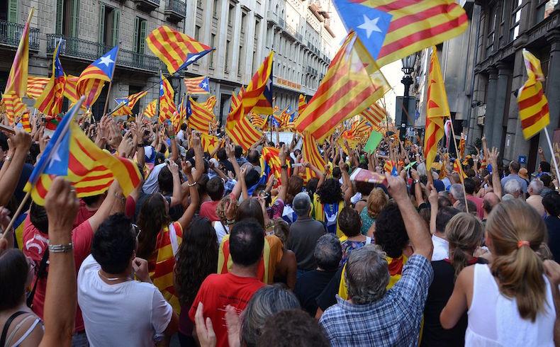 """""""Adiós España"""", el grito convocante de cientos de miles de catalanes"""