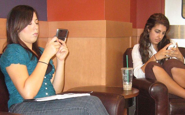 En todo el mundo existen mas de 280 millones de adictos al móvil
