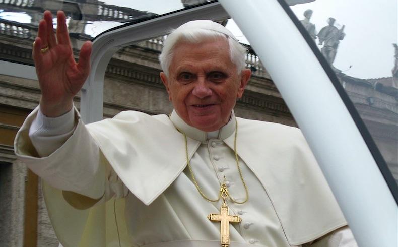 Papa Ratzinger y Nuncio Kalenga