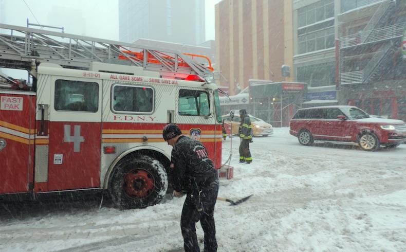 """Tormenta """"Snowzilla"""" sepulta bajo la nieve al este de EEUU"""