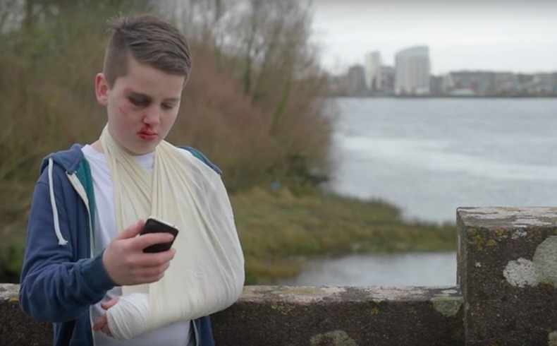 Un niño de 13 años vence al 'ciberacoso' a través de un impactante spot publicitario que él mismo ha protagonizado