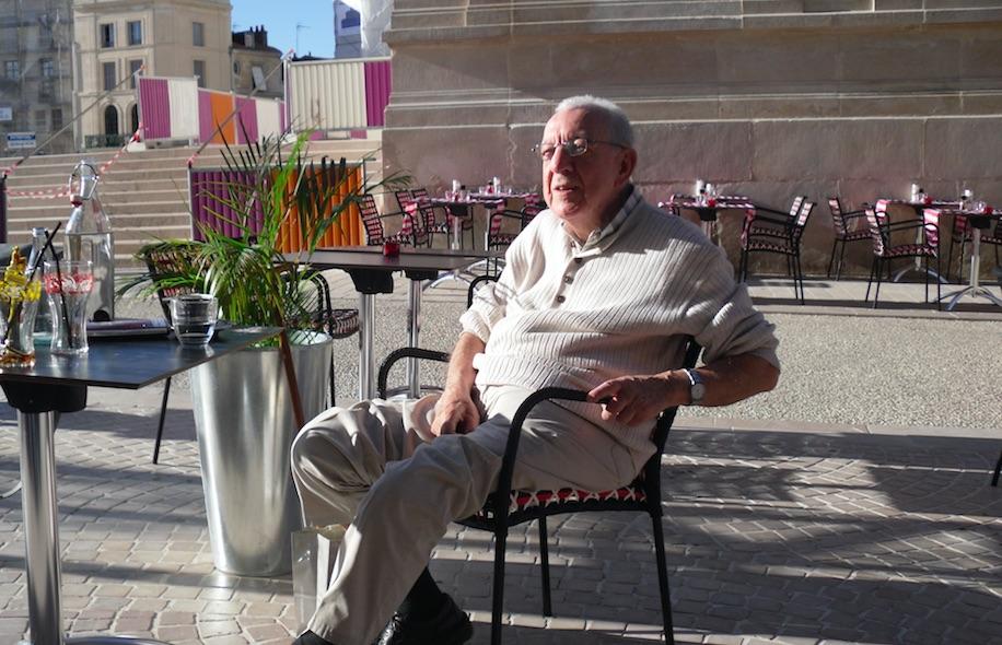 Jorge Ariel Madrazo: sus respuestas y poemas
