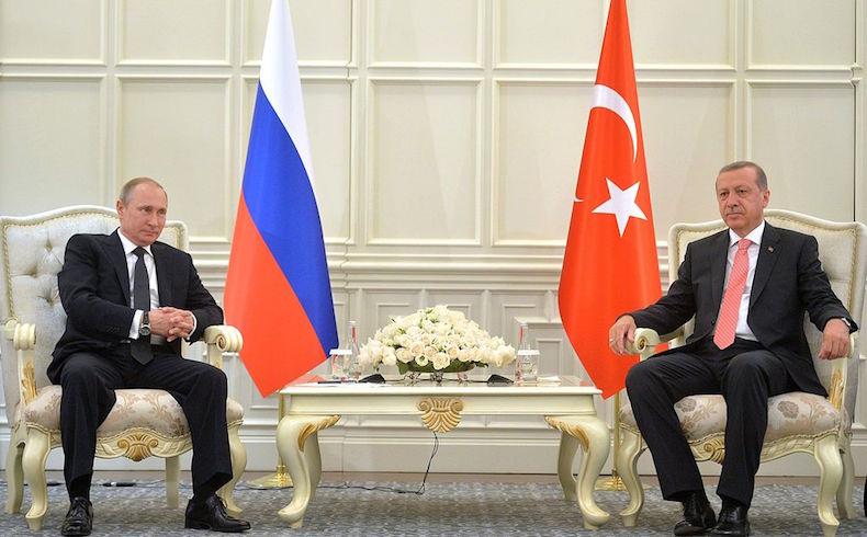 Presidente ruso Putin con el presidente turco Erdogan. (Fuente: Wiki Media)