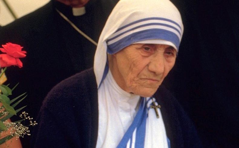 Santa Teresa y el Diablo en Albania