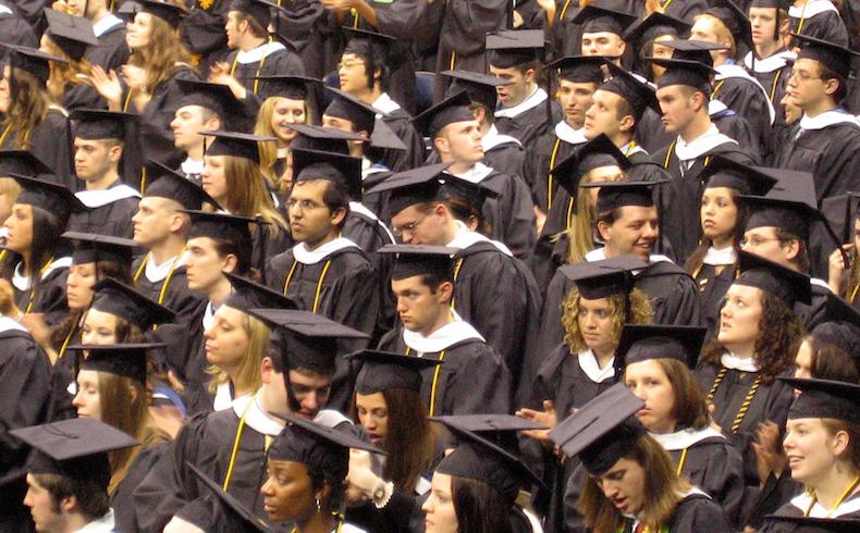 """Selectividad 2019: casi la mitad de los estudiantes españoles se plantea estudiar """"fuera"""""""