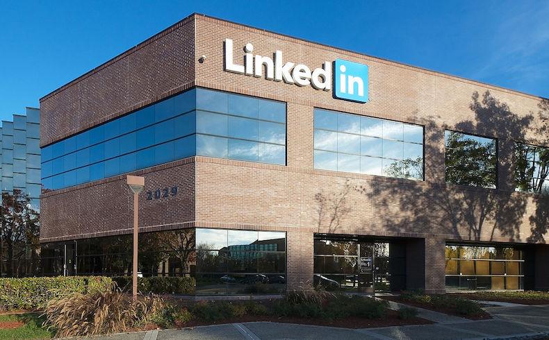 Primeros compases. Tras la compra por Microsoft, las acciones de LinkedIn crecieron un 48% y las de la empresa de Bill Gates cayeron un 5%