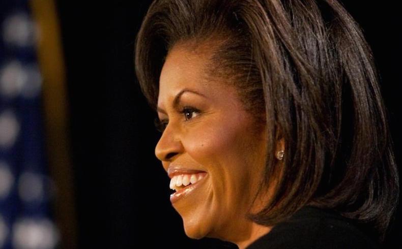 Michelle Obama cultiva un huerto urbano con la ayuda de estudiantes en la Casa Blanca