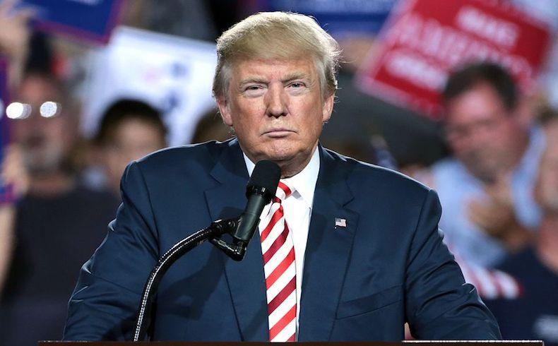 Una juez paraliza a Trump