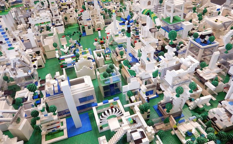 Lego retira su acuerdo con el Daily Mail por su línea editorial xenófoba