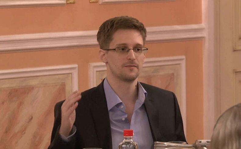 Rusia extiende asilo a Snowden