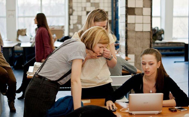Día Internacional de la Amistad: tener amigos en el trabajo incrementa la productividad