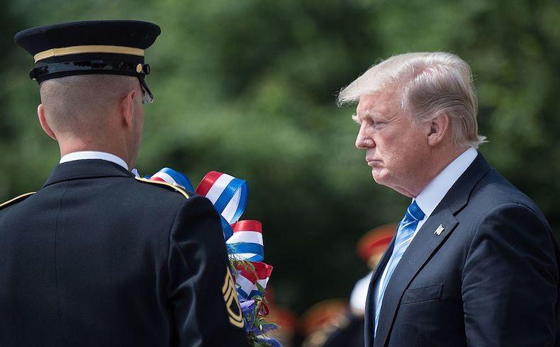¿Es Donald Trump el Presidente de EEUU o un pajarito enjaulado?