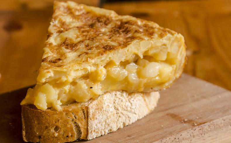 Tortilla de patatas : 3 de cada 5 españoles la prefieren CON cebolla