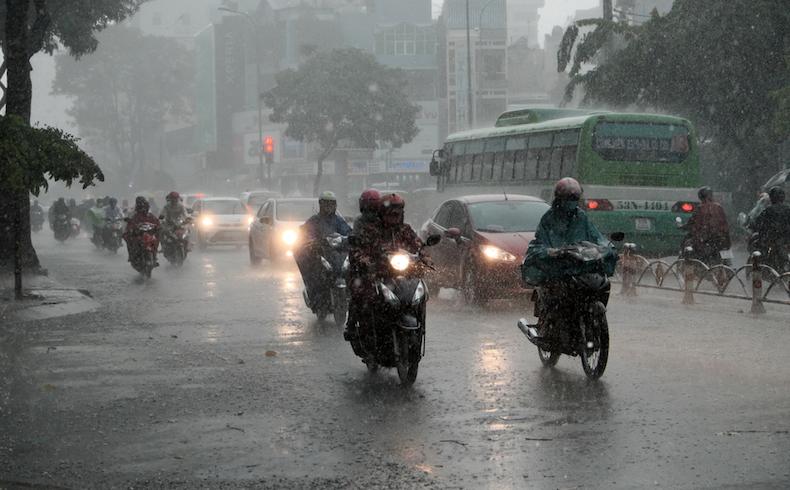 La lluvia dispara los accidentes en casi un 8%: ¿me cubre el seguro si resbalo?