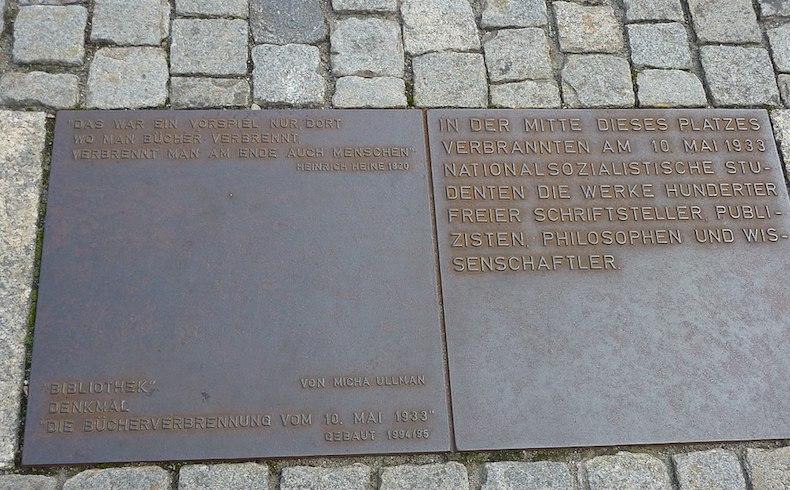 Babelplatz: la plaza de la quema de libros