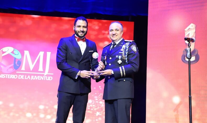 Columnista CNN Geovanny Vicente Romero nombrado Premio Nacional de la Juventud 2020 por la República Dominicana