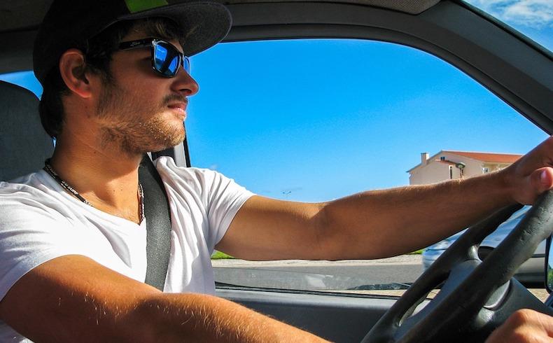 Calor en el coche: la temperatura del vehículo puede duplicarse en media hora. Incluso con las ventanillas bajadas