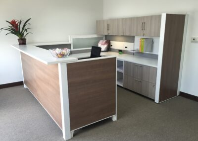 Trendway matrix-reception-station-with-back-credenza-client-space_md