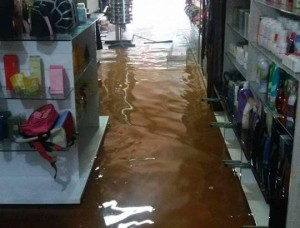 chuva-invadiu-lojas-de-cacule-foto-site-brumado-noticias-89