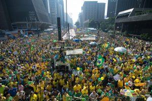 Manifestantes fazem ato contra a corrupção e contra o governo na Avenida Paulista (Marcelo Camargo/Agência Brasil)