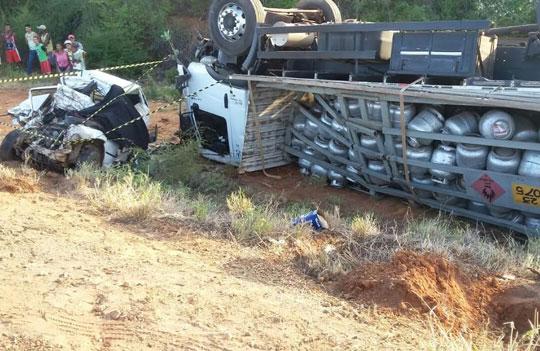 acidente-ba-142-caminhao-carro-de-passeio-brumado-noticias-14
