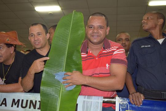 camara-manifestantes-folha-de-bananeira-brumado-noticias-07