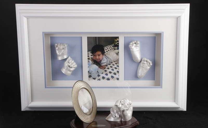 Baby casting white frame _ momther and child