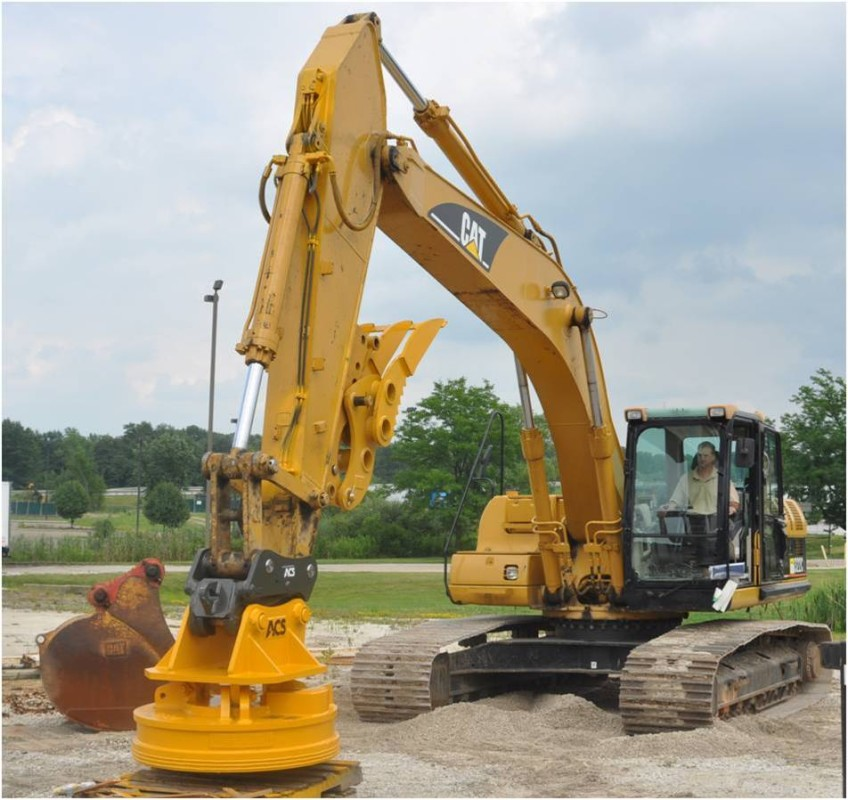 CAT 322 with Mag Rib Froup