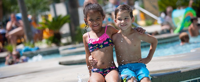 sands-resorts-kids-playing-in-the-pool1-1024x420