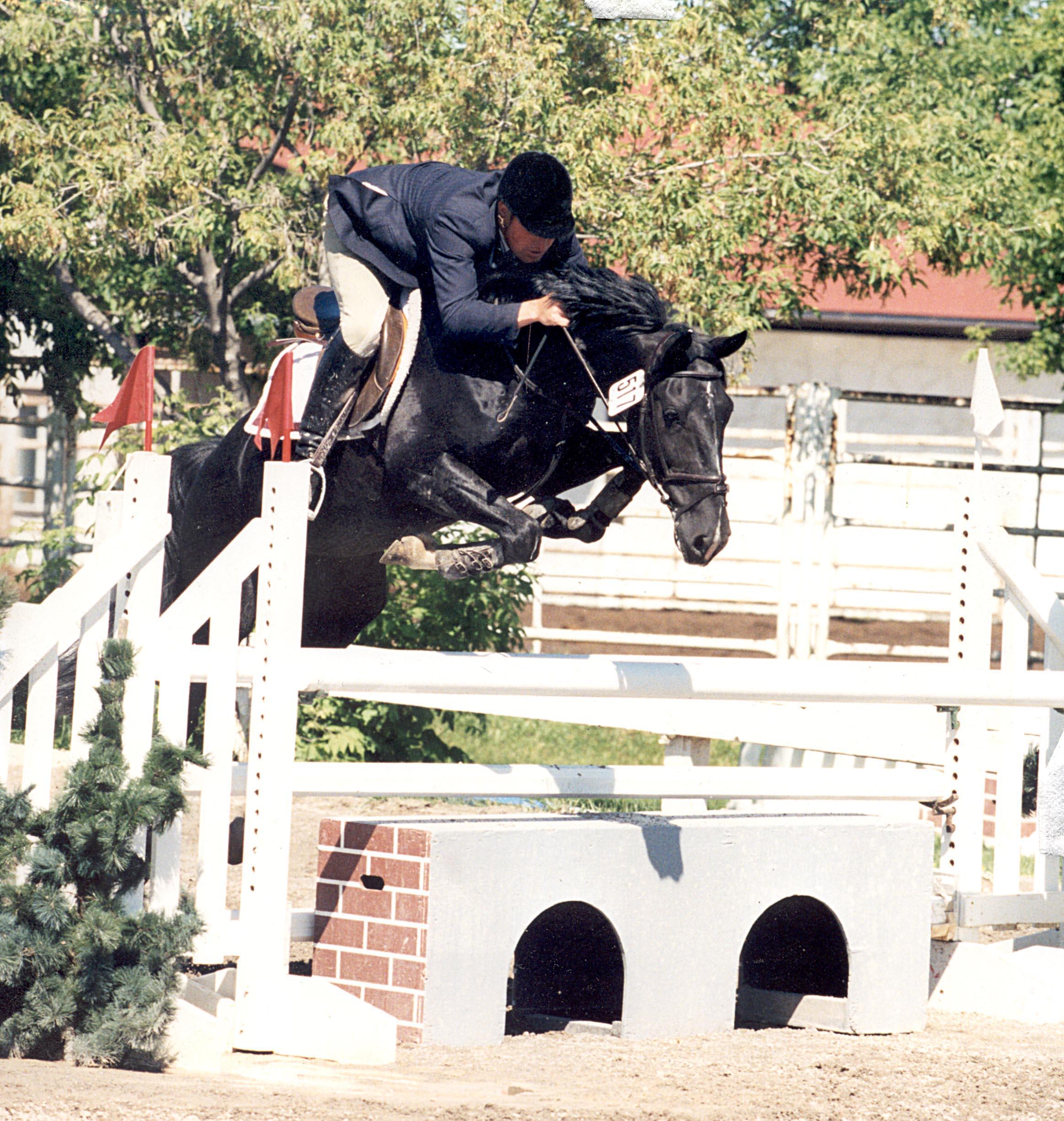 Halconero jumping front