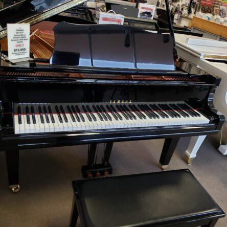 2006 Yamaha GC1 5'3″ Polished Ebony Grand Piano