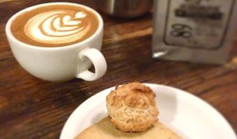 Taza cofffee and pastry