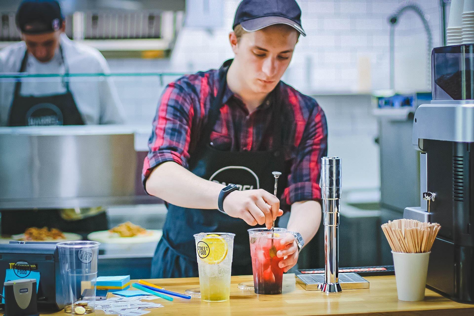 employee preparing the drinks